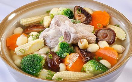 Nấu món canh sướng với hạt sen đơn giản mà lại ngon miệng