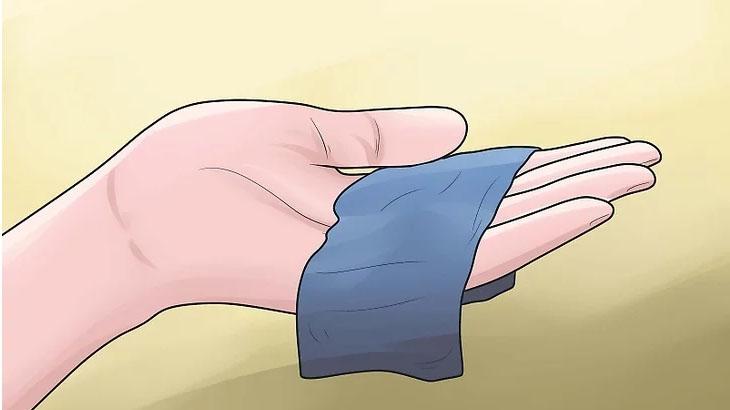 Sử dụng vải sợi nhỏ tổng hợp để lau màn hình