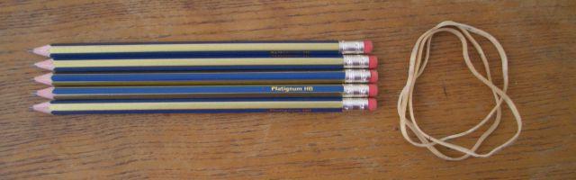 Đứng lên bằng bút chì và dây chun